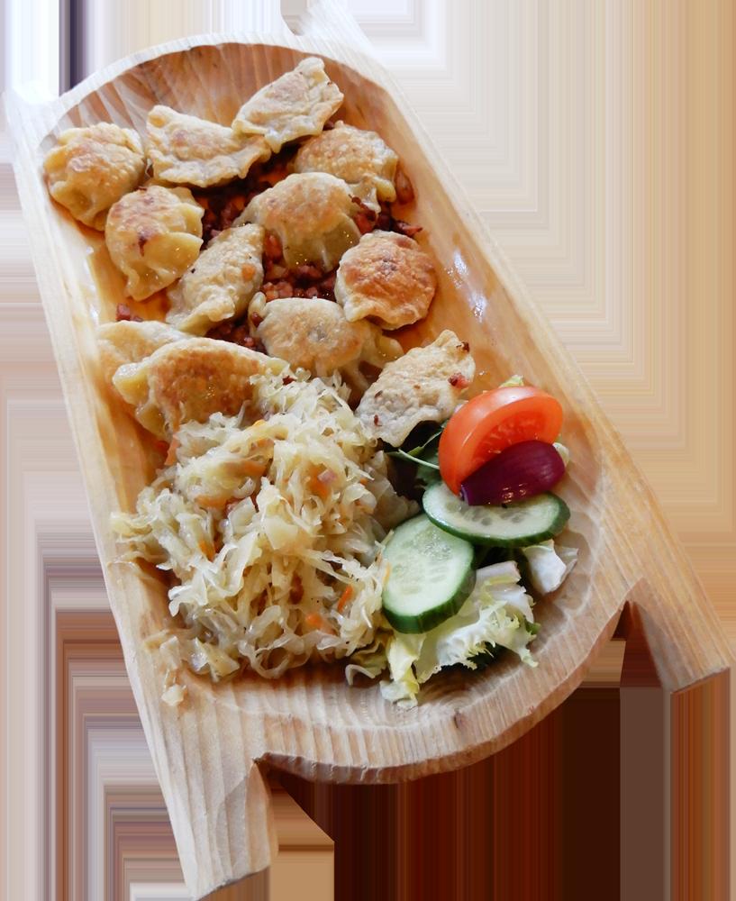 Pierogi z mięsem po góralsku, okraszane skwarkami, podawane z surówką z kiszonej kapusty (12 szt lepionych przez nasze gaździny)