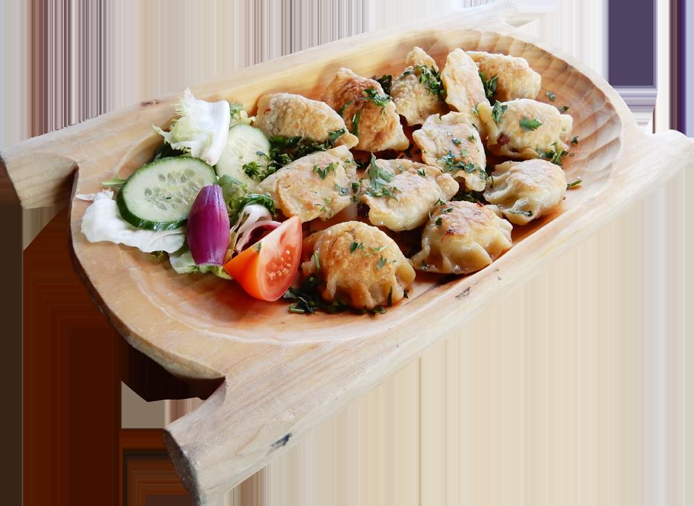 Pierogi z kapustą i grzybami po góralsku, okraszane masełkiem i posypane pietruszką (12 szt lepionych przez nasze gaździny)
