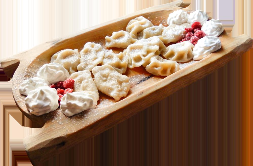 Pierogi z owocami sezonowymi, podawane ze śmietaną (12 szt lepionych przez nasze gaździny)